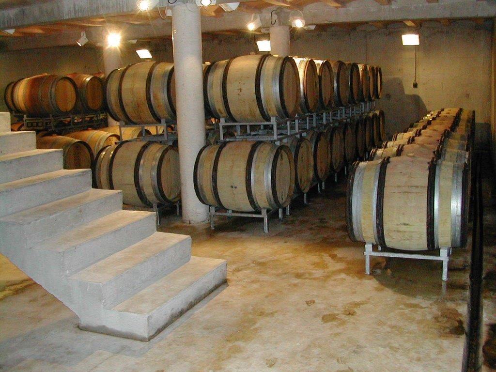 Le chai, le lieu de la vinification et de l'élevage. by ni bu ni connu