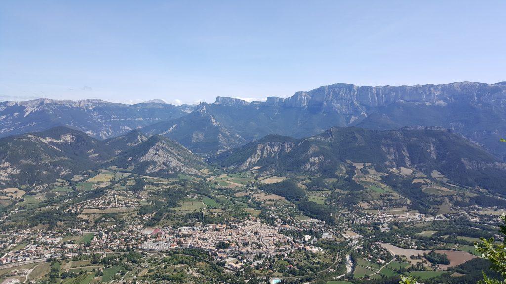 Vue de la Croix de Justin à 1000 mètres d'altitude sur Die et le Vercors